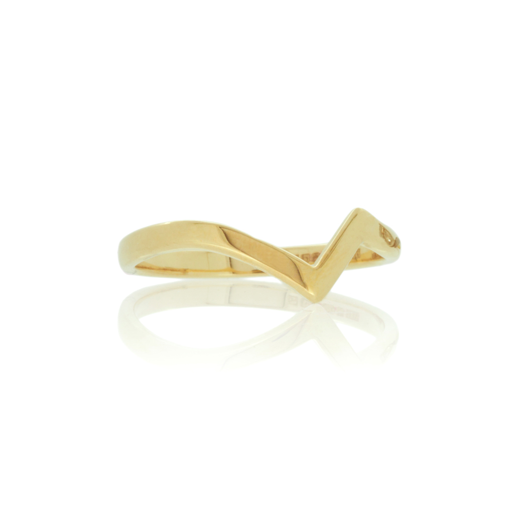 Zig-zag wedding ring in 18k yellow gold set against a white background.